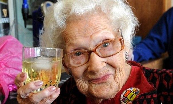 100 советов от столетних: ↪ Всем, кто хочет прожить долгую и счастливую жизнь.