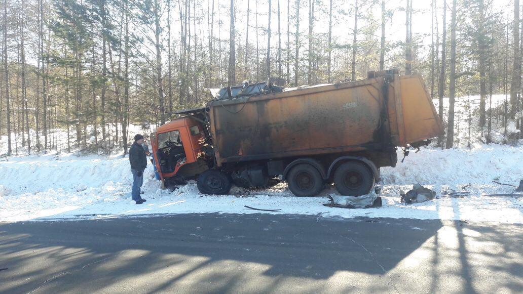 В Усть-Илимске на дороге к ЛПК произошла авария со смертельным исходом