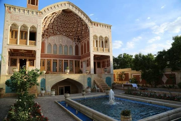 Дворец Хатун в Кашане – образец прекрасной ирано-исламской архитектуры, построенный в нынешнем веке Одна из достопримечательностей в районе Камсар недалеко от города Кашан (известного как город