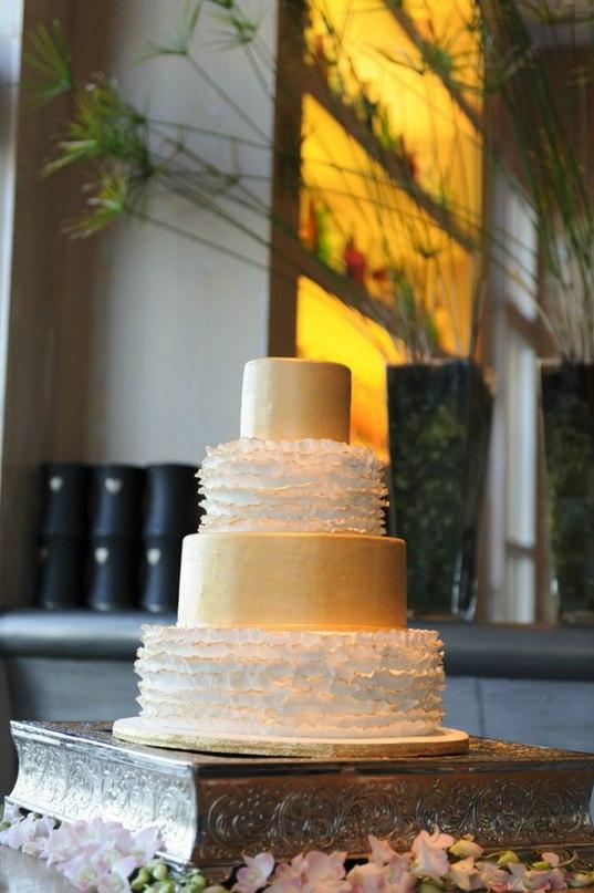 yFpa5qRvVkc - Золотые и серебряные свадебные торты 2016 (70 фото)