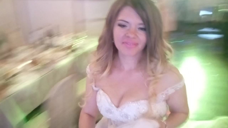 Любимая жена танцует
