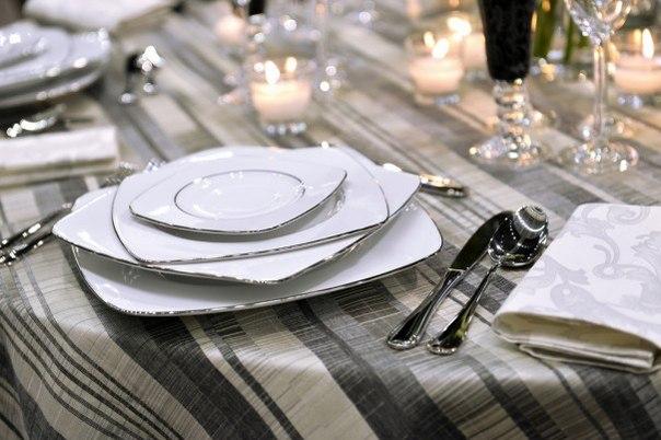 ИНФОГРАФИКА: Правила сервировки праздничного стола Полезно иметь хотя бы общее понятие о предназначении вилок, ложек и бокалов.