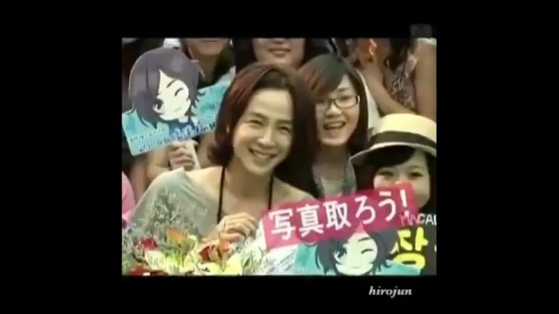 JKS-Asia Tour__ Hong Kong / Сок получил от угрей книгу о себе.