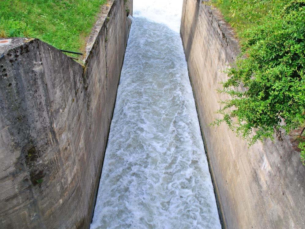 Турбонасос используется для перекачивания воды из глубоких скважин или других подземных и техногенных систем водоснабжения и водоснабжения.