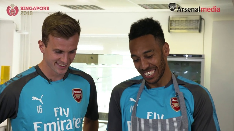 Aubameyang Ramsey and Maitland Niles in a noodle challenge Singapore Tour 2018