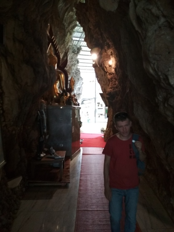 Храм Wat Tham Pha Plong