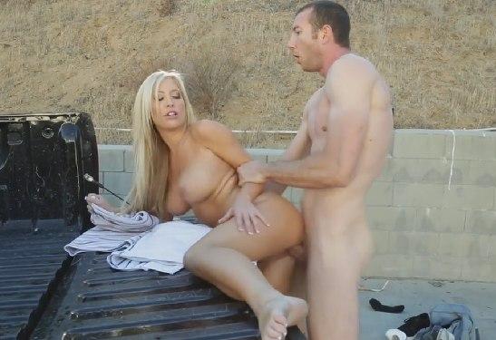 Уличная ебля с женой