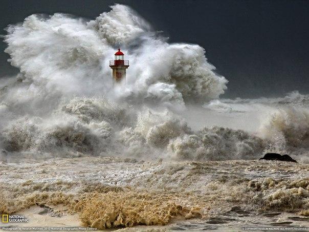 Шторм у берегов Порту, Португалия. Автор фото: Veselin Malinov.
