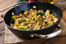 Курица с брокколи и грибами: легкий ужин!