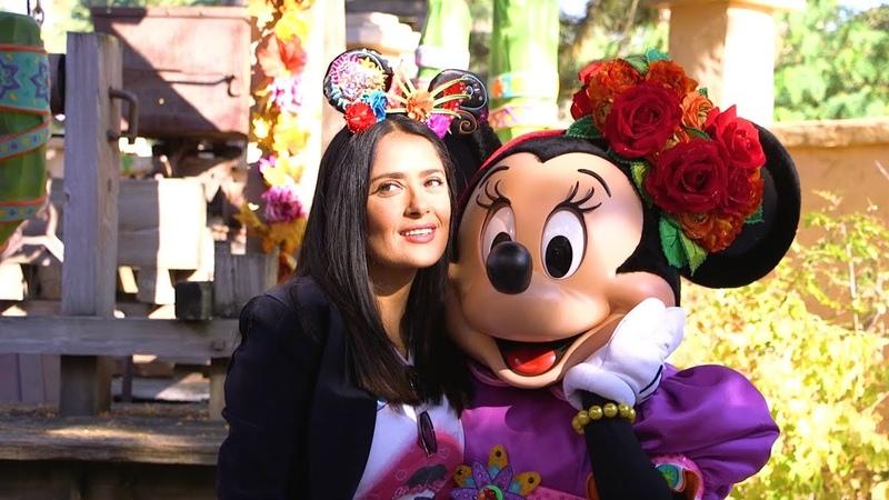 Сальма Хайек посетила Disneyland 17 10 18