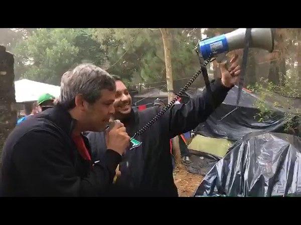 Lula Livre: Lindbergh acordando com o pessoal no acampamento show