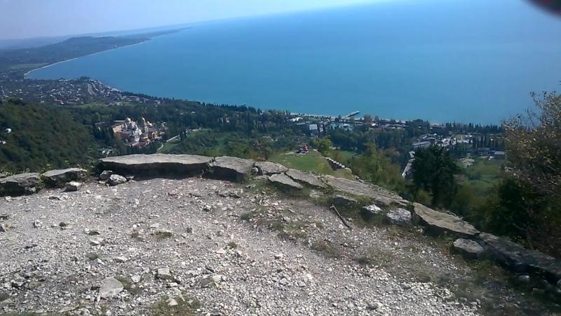 Анакопийская Крепость на высоте 350 м,внизу-Новый Афон (Абхазия.сентябрь-2018)