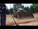 Планировка песка экскаватором-погрузчиком JCB