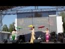Тайский танец с зонтиками