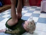 Пьяная баба без трусов устроила шоу!!!! / drunk woman without pants