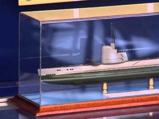 Никита Вольф на экскурсии по подводной лодке в Москве.