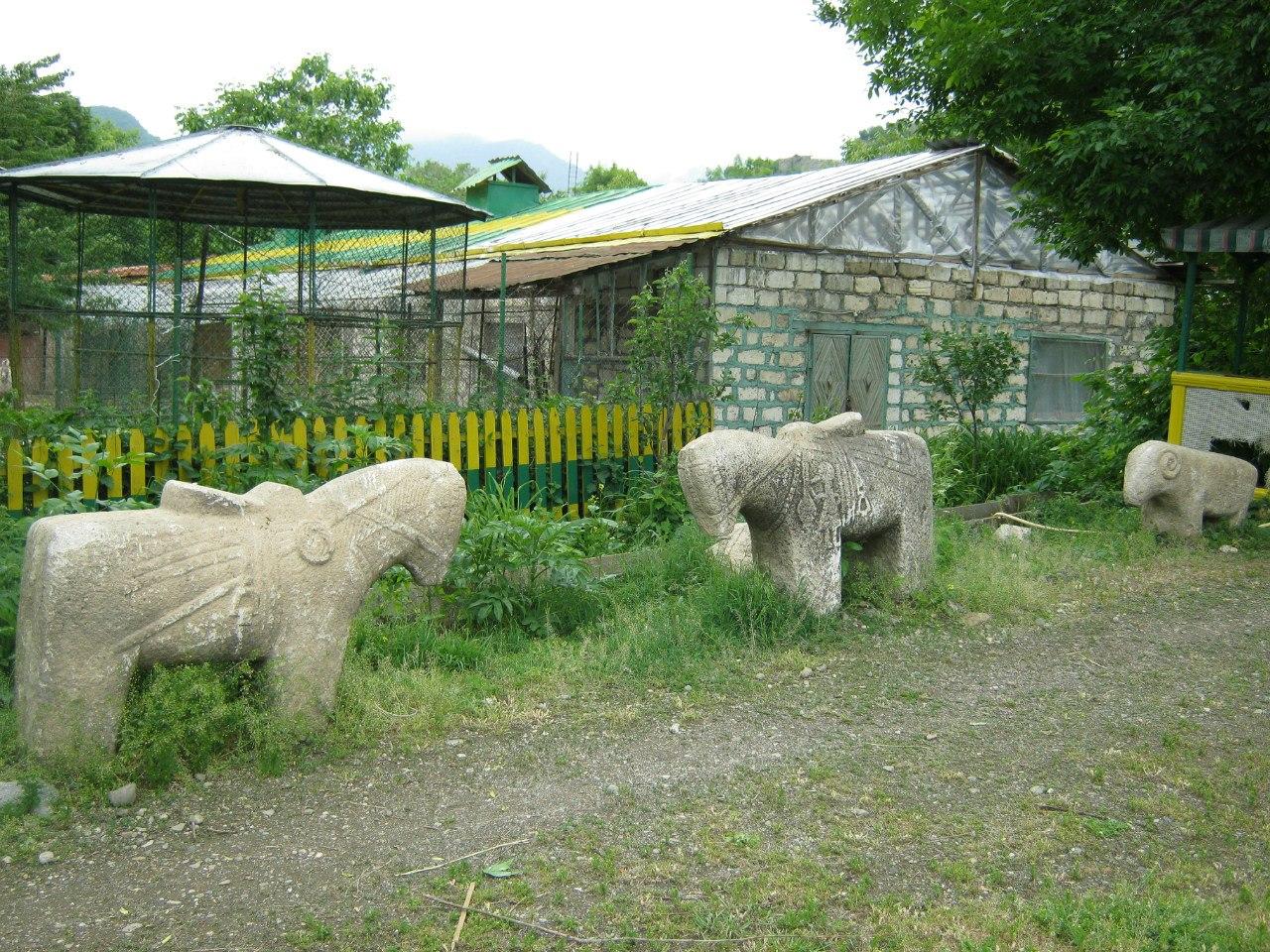 Древние каменные лошади и бараны в Карабахе и Армении