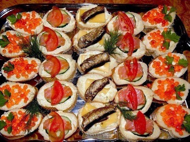 Бутерброды закусочные для любителей рыбки 1)майонез,чеснок,сыр,шпрот посмотреть полностью...