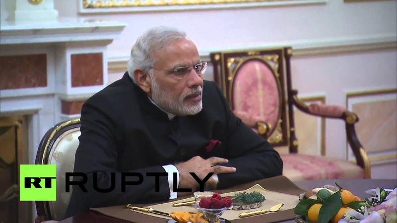 Владимир Путин подарил премьер-министру Индии меч и фрагмент рукописи Ганди