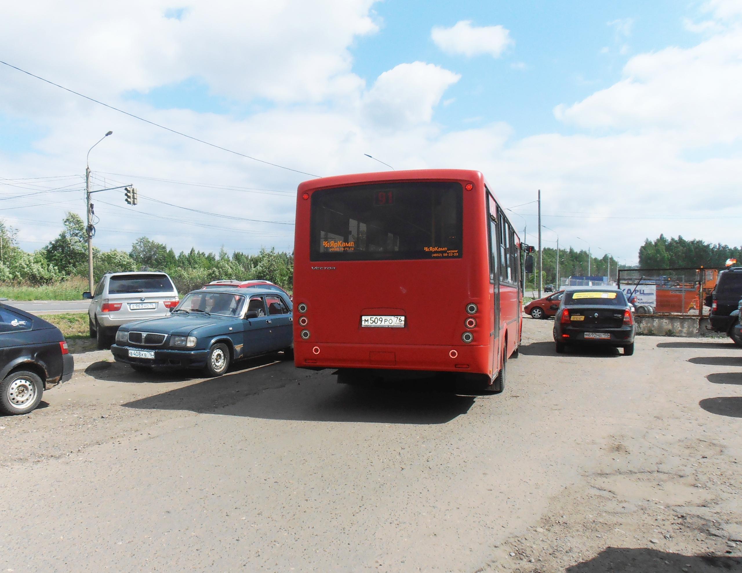 Автобус № 91. Вишнёво-красный..
