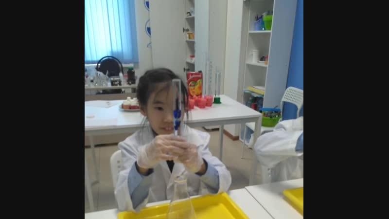 Химический день рождения! 🎂🎈🎉 . . У замечательной девочки Нарыйы 👧 сегодня день рождения 🎂🎉🎈 Ее день рождения был в этому году х