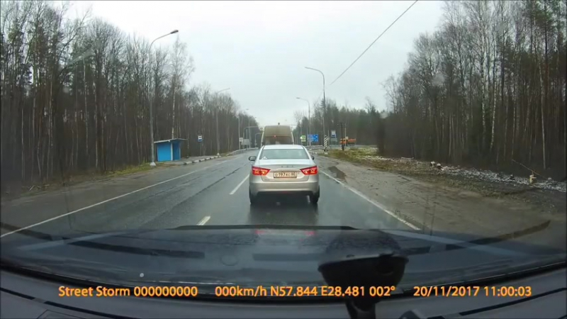 С трассы Р23 поставлен светофор перед поворотом на Порхов