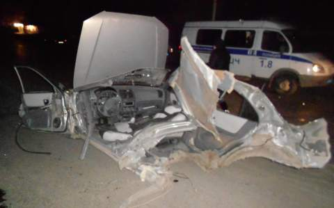 В Ростове на Малиновского Hyundai Accent об столб разрезало на две части, погибла молодая девушка. ВИДЕО 18+