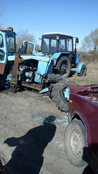 Фото: Кургане трактор потерял колёса после столкновения с «семёркой»