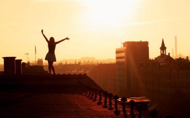 Все-таки утро прекрасно, оно не безжалостно, как ночь, заставляющая вспоминать то, что хочешь забыть.  © Эльчин Сафарли