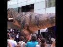Гигантский аниматронный динозавр