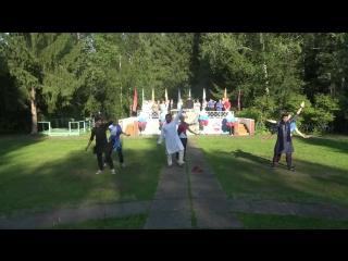 Танец волонтёров из Индии и вожатых из Новосибирска и Ижевска