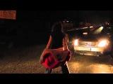 самый позитивный ролик девушки танцуют на дороге под дождем