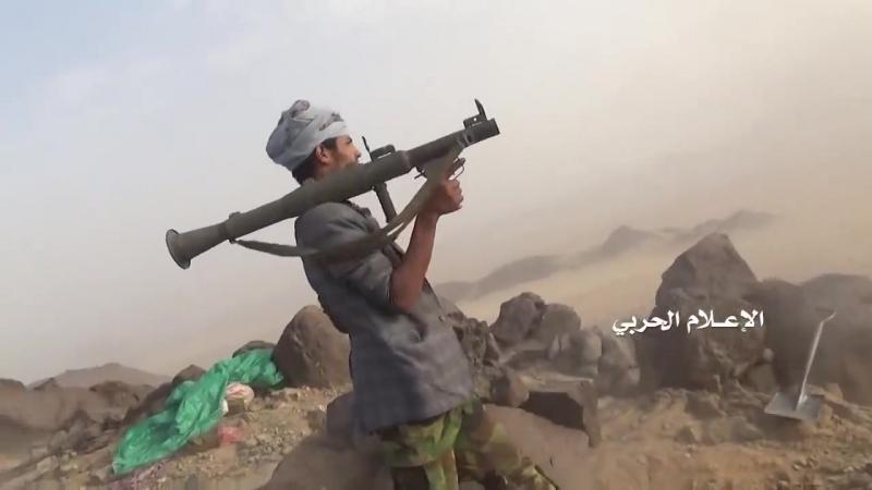 Йеменские повстанцы из Ансар Аллах отражают атаку на свои позиции в районе Хадра саудовской провинции Наджран.