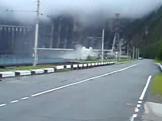 Момент аварии на Саяно-Шушенской ГЭС
