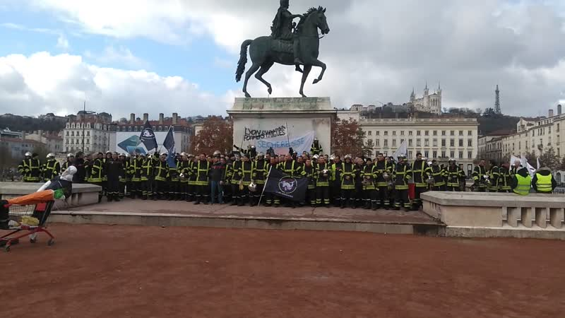 Le 27 novembre 2018 Lyon la manifestation de protestation des pompiers La place de Bellecours