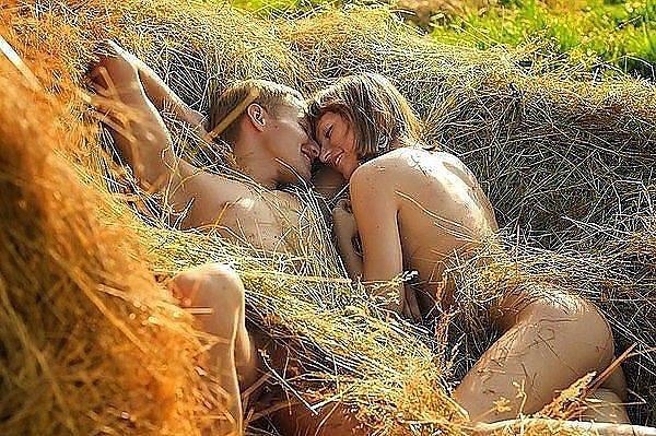 фото секс в стоге сена