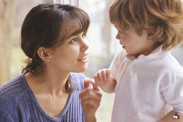 Учимся говорить малышу «нет» Несколько правил отказа: • «Нет» должно звучать редко. Слово «нет» должно быть непривычным и особенным. Чтобы, когда вы его произносите, внимание малыша останавливалось на нем. Если вы будете говорить «нет» постоянно, малыш не будет его замечать и реагировать на него. • Сказанное ребенку «нет» нельзя отменить. Помните, что каждый раз говоря ребенку «нет», вы берете на себя огромную ответственность. Ведь если вы что-то запретили, значит, не сможете это разрешить…
