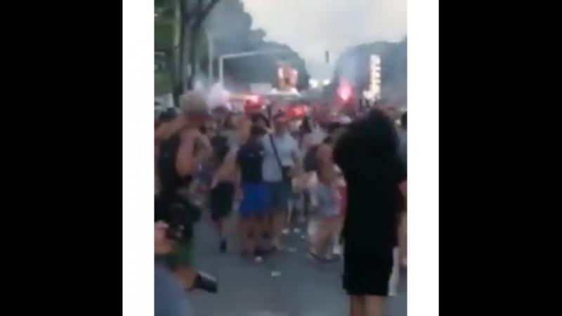 Во Франции болельщики так обрадовались победе своей сборной что решили выйти на улицы и всё разгромить rzn life рзнлайф