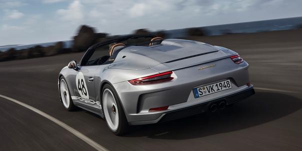 Porsche назвал российские цены на новый спорткар 911 Speedster.