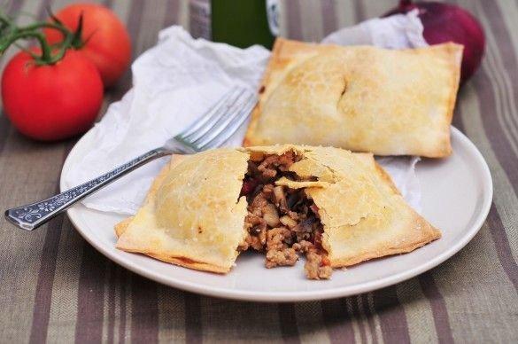 Пирожки с грибами и свининой Ингредиенты: Мука —2 ⅕