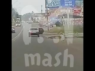 В Сыктывкаре девочка выпала из машины