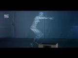 Движущийся силуэт человека, созданный из капель воды