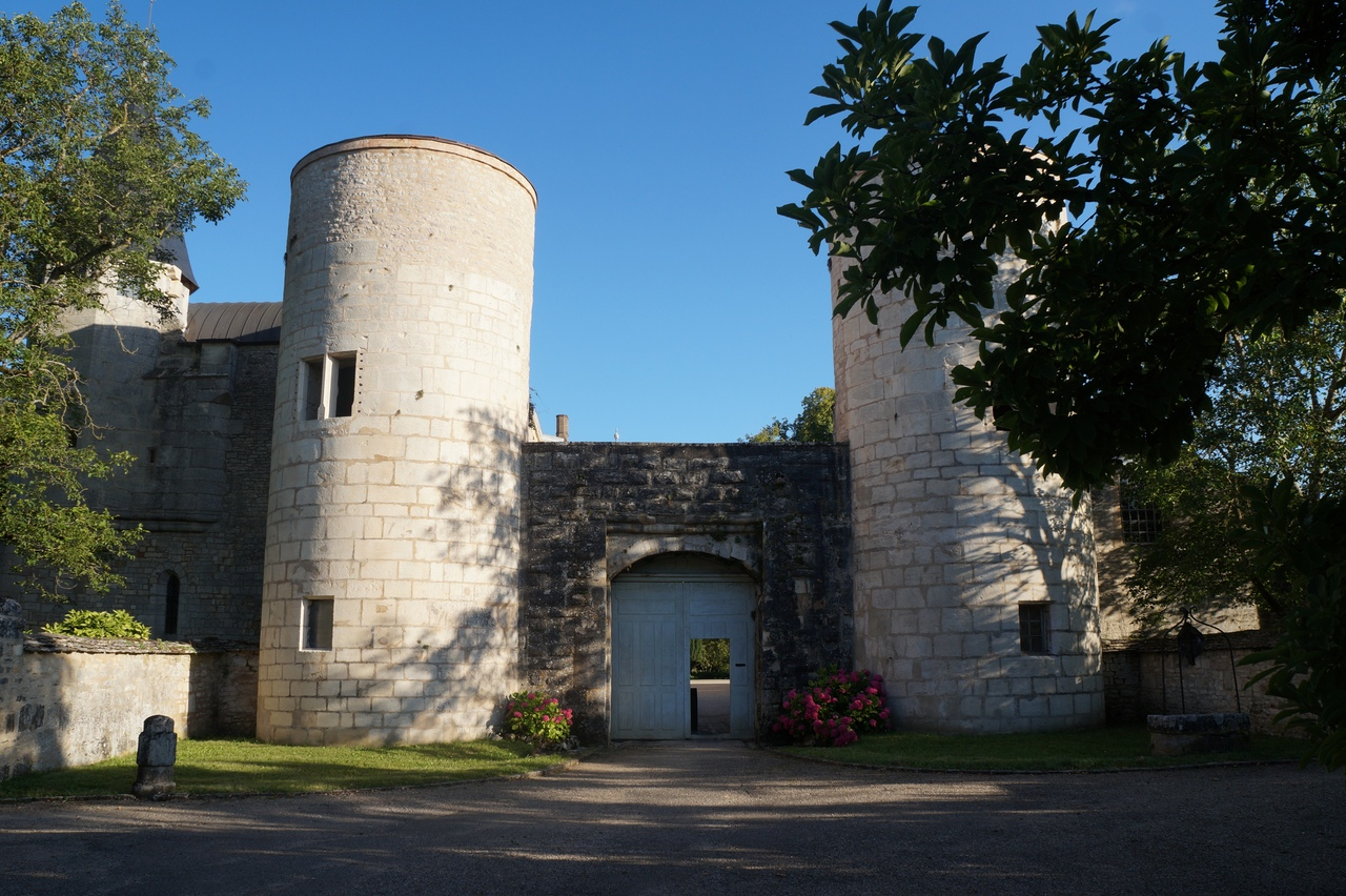 Замок Гермоллес - резиденция герцогов Бургундии