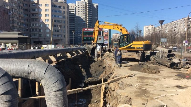 Откопка траншеи на метро Академическая