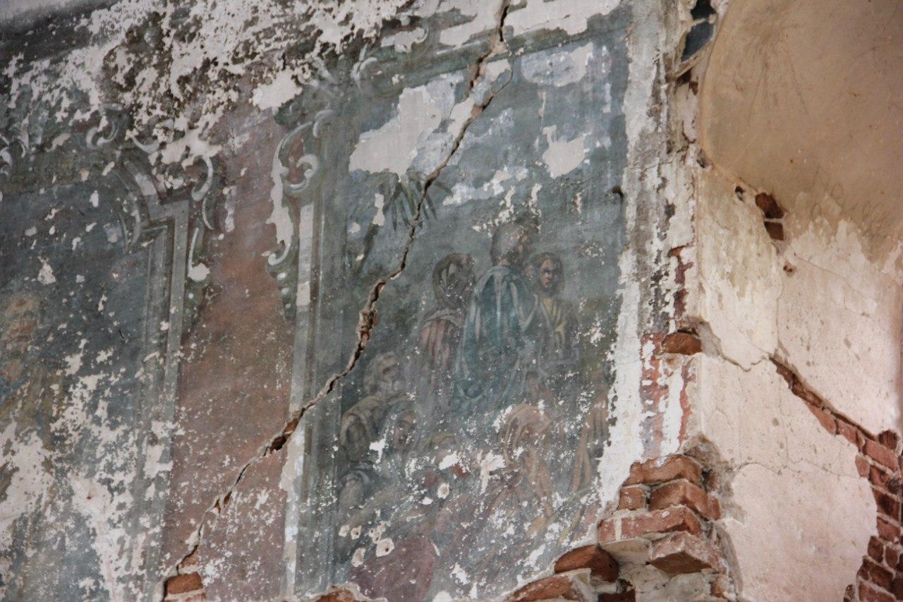 Из под советской побелки проступили фрески... (04.07.2014)
