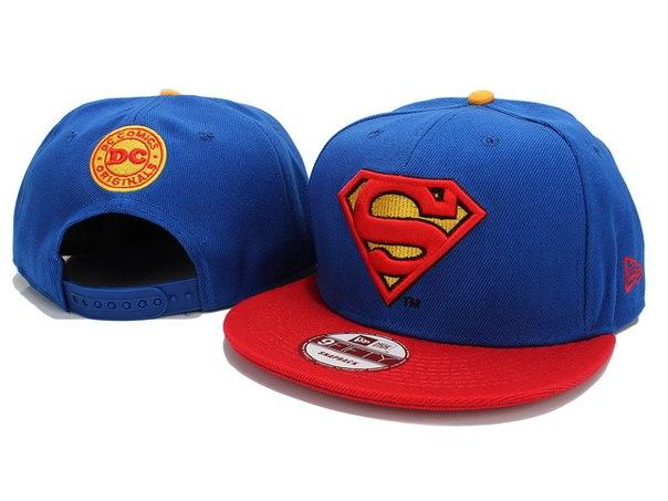 Кепка Супермен с прямым козырьком.