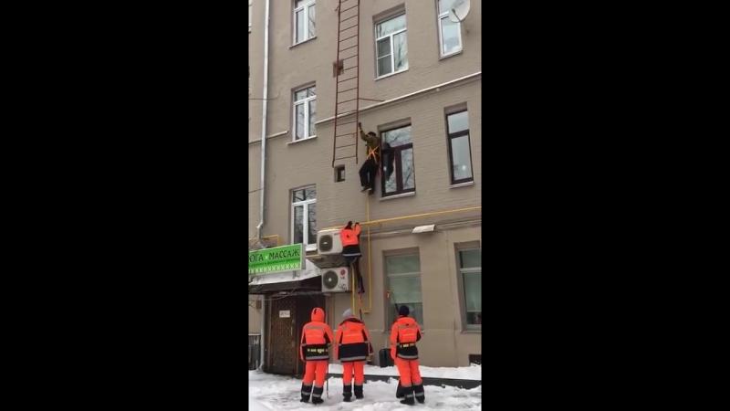 Падение с пожарной лестницы смотреть онлайн без регистрации
