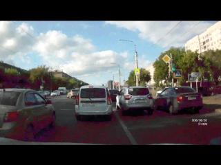 Неужели это проблема - повернуть налево с трамвайных путей?
