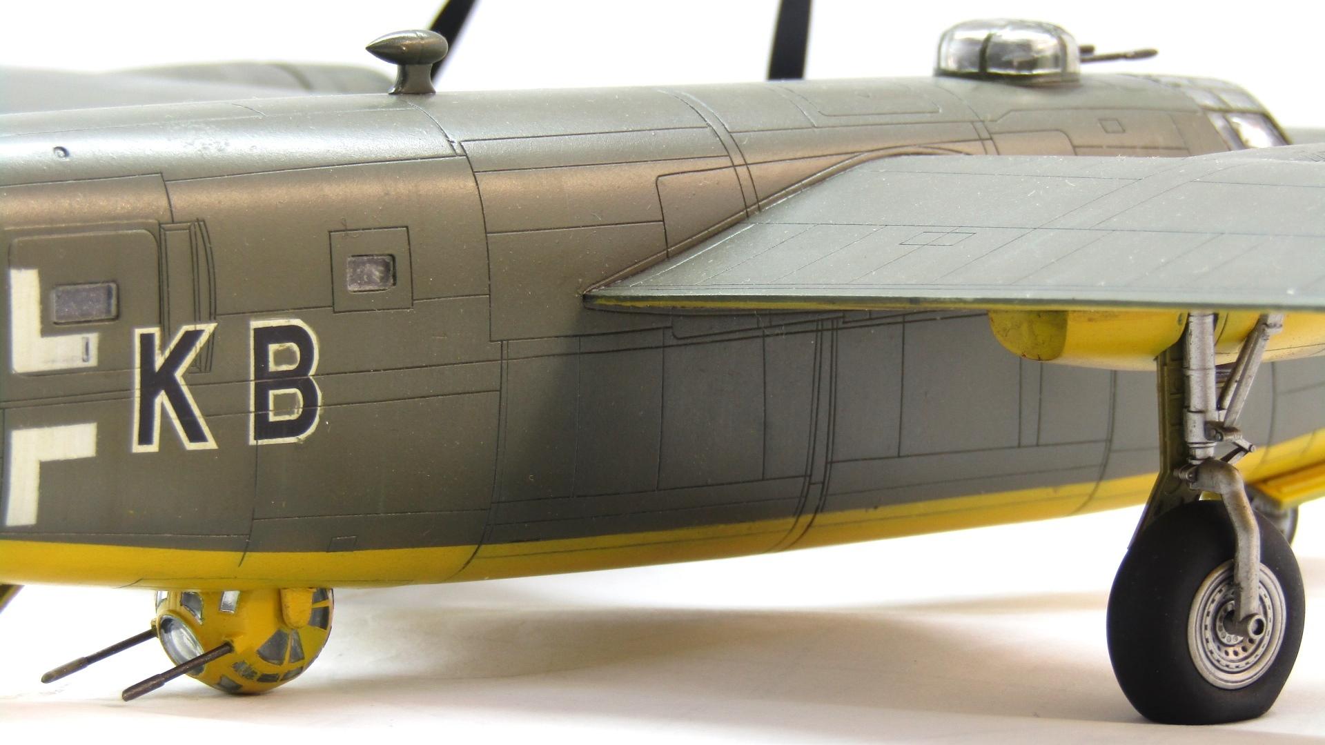 B-24H Liberator 1/72 (Academy) JSxIx1PZ_yU