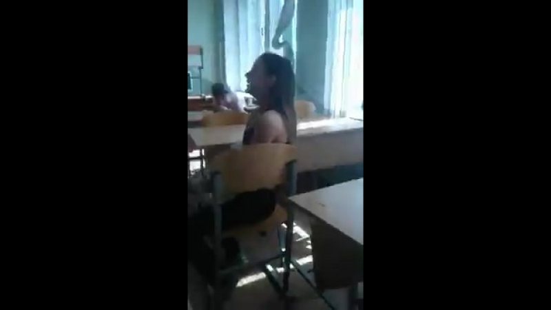 Школьница показала грудь в классе (вписали, вписон, кунилингус, попа, попка, девушка, не секс, не цп, не порно, не инцест)